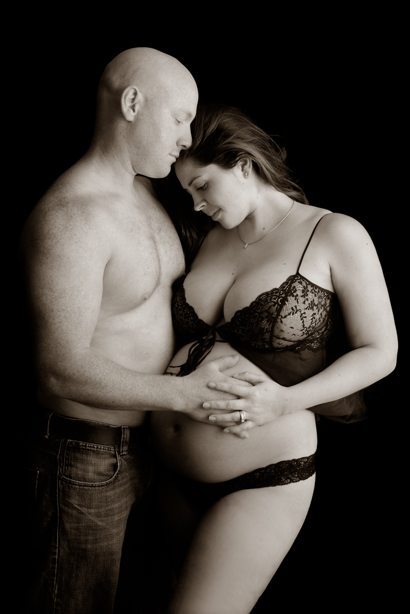 pregnant naked with couple